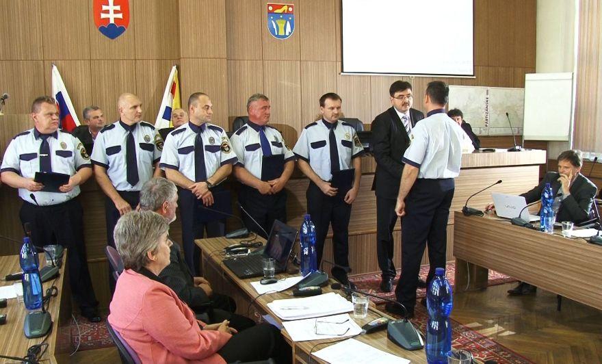 Októbrové zasadnutie Mestského zastupiteľstva v Partizánskom - oceňovanie  príslušníkov mestskej polície 9ff3a704dcf
